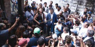 Rosana improvisa con Guaidó en plena calle