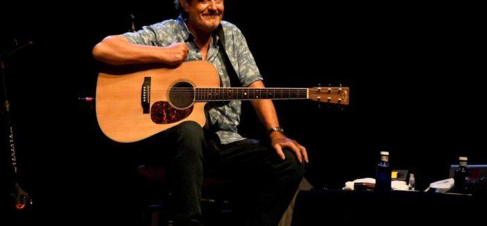 Ramón Arroyo sonríe en un concierto de Los Secretos