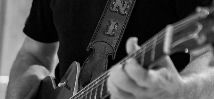 La conmovedora historia de la guitarra que Carlos Segarra regaló a Carlos Goñi